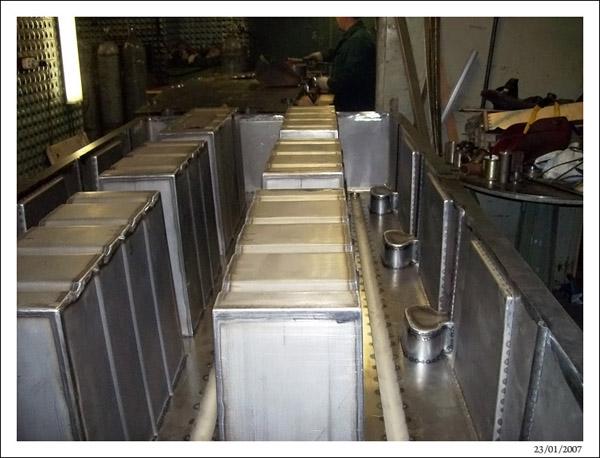 Установка карманов в нижнюю полуформу ротоформы понтона 2FLOAT