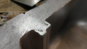 острая кромка фланца ротоформы